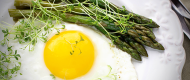 Olive Oil Fried Eggs with Asparagus Recipe | The Olive Crush