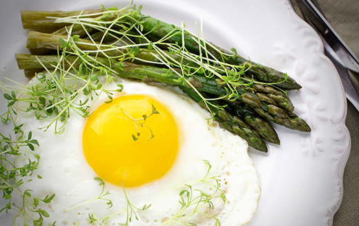Olive Oil Fried Eggs With Asparagus Recipe The Crush